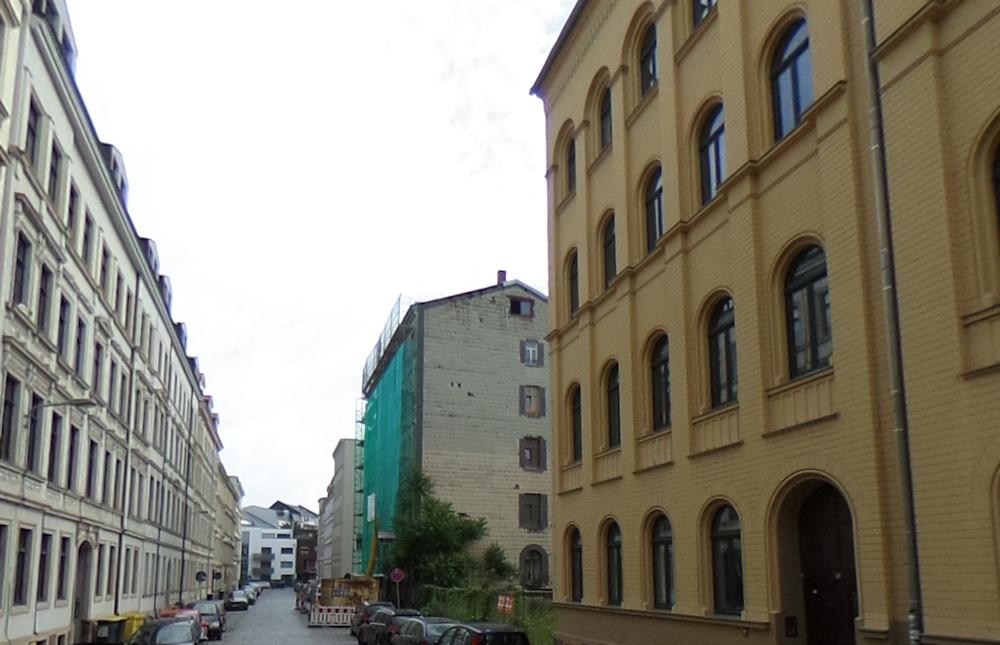 kern & toth, denkmalgeschützte Nachbargebäude, Mendelssohnstraße, Brandwand, Fenster in Brandwand