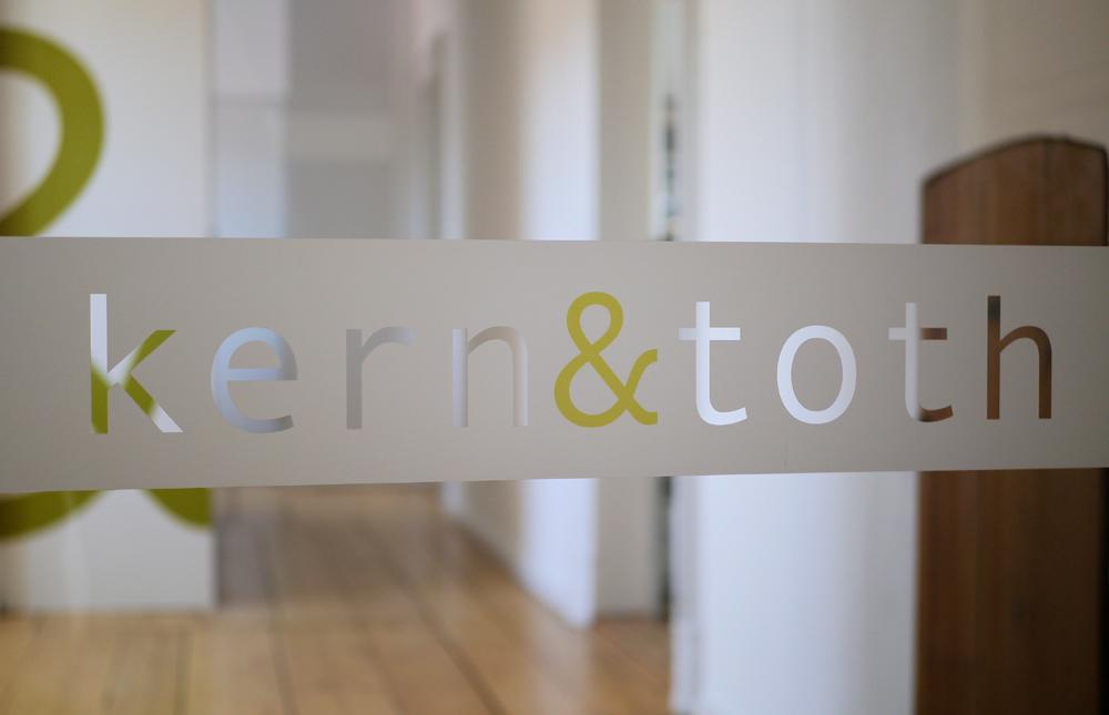 Kern & Toth Partnerschaftsgesellschaft von Architekten mbB. Herzlich Willkommen in unseren neuen Büroräumen im Schloss Seefeld.