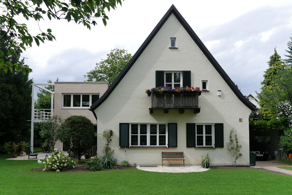 kern & toth - Ihr Architekturbüro im Hochschloß Seefeld - Gartenansicht Umbau und Erweiterung eines Einfamilienhauses an der Schneemannstraße in München